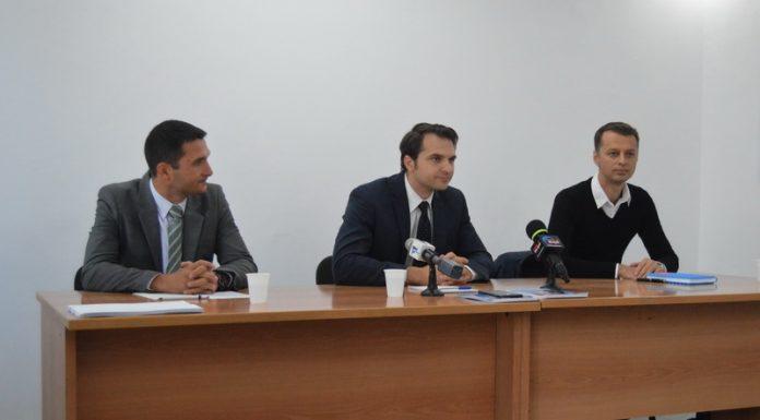 De la stanga la dreapta: Andrei Carabelea, Sebastian Burduja, Ion Constantin Șolga