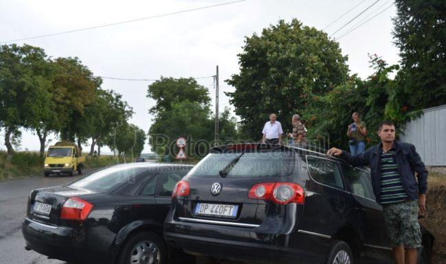 7-accident-la-oraseni-deal-trei-ambulante-au-preluat-ranitii-parinti-disperati-langa-masini-galerie-foto
