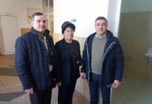 Stanga- inspectorul scolar Ioan Milea, dreapta- consilierul local ALDE, Cristian Tihenea